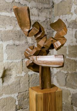 """Buscando caminos"" (2010) Hierro macizo. Peana de pino melis. 180 x 60 x 70 cm."
