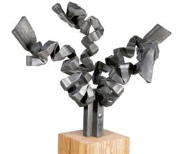 """""""En torno al árbol"""" (2010) Hierro macizo. Peana de pino melis. 152 x 100 x 60 cm"""
