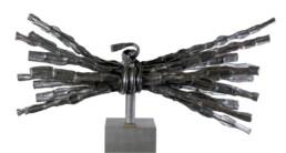 """""""Esplendor de madurez"""" (2009) Hierro macizo. Peana de hierro. 150 x 190 x 75 cm."""