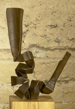"""""""La semilla"""" (2010) Hierro macizo. Peana de pino melis. 163 x 50 x 50 cm"""