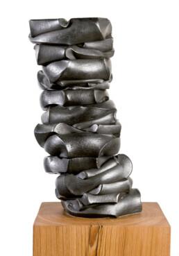 """Querencia"" (2010) Hierro macizo. Peana de pino melis. 150 x 190 x 75 cm"