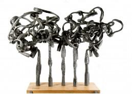 """Esplendor"""" (2009) Hierro macizo. Peana de roble y hierro. 170 x 170 x 100 cm."""