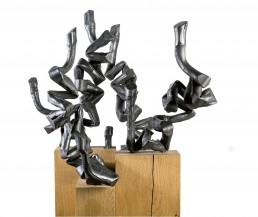 "Puntales"" (Conjunto escultórico) (2010) Hierro macizo. Peana de pino melis. 145 x 80 x 80 cm."